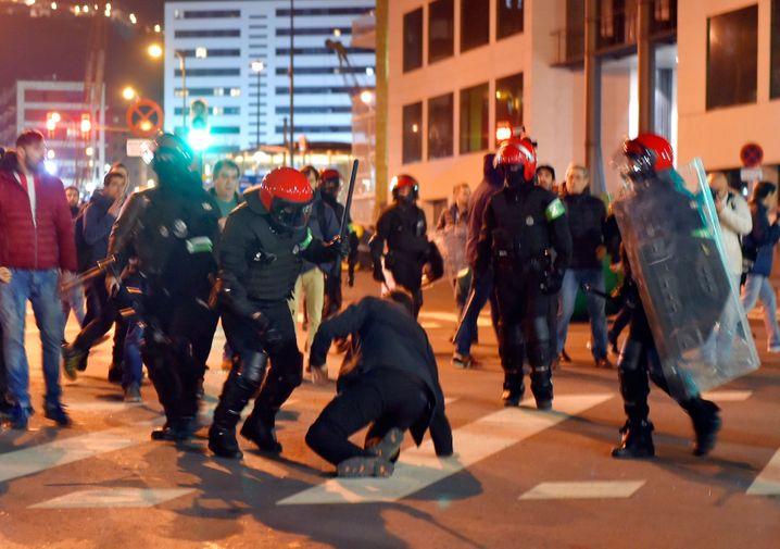 Hooligan-Krawalle beim Spiel Atletic Bilbao gegen Spartak Moskau