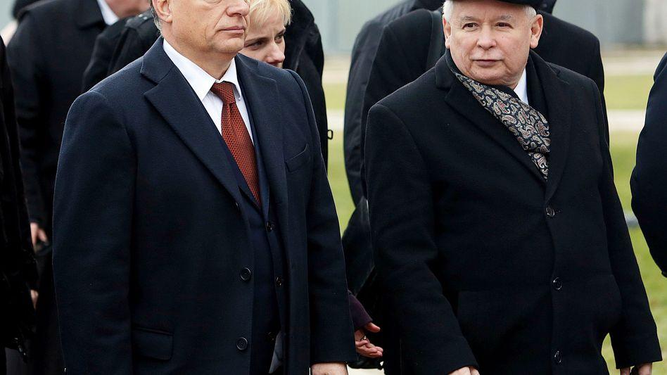 Orban (l.) und Kaczynski