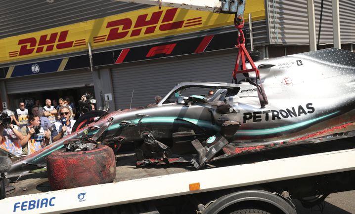 Der Mercedes von Lewis Hamilton nach dem Crash im Training