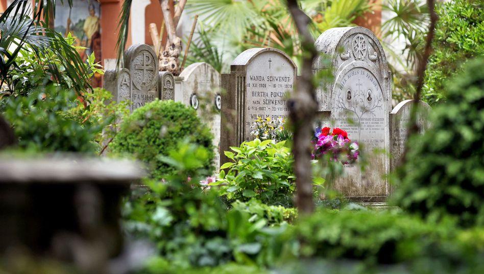 Grabsteine auf dem Friedhof Campo Santo Teutonico innerhalb der Vatikan-Mauern: Erfolglose Suche nach der vermissten Emanuela Orlandi
