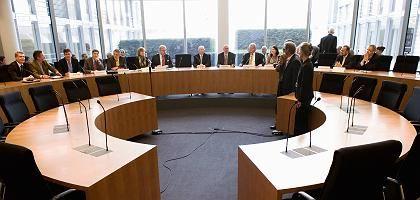 """Sitzung des HRE-Untersuchungsausschusses: """"Seit ihrer Gründung eine problematische Bank"""""""