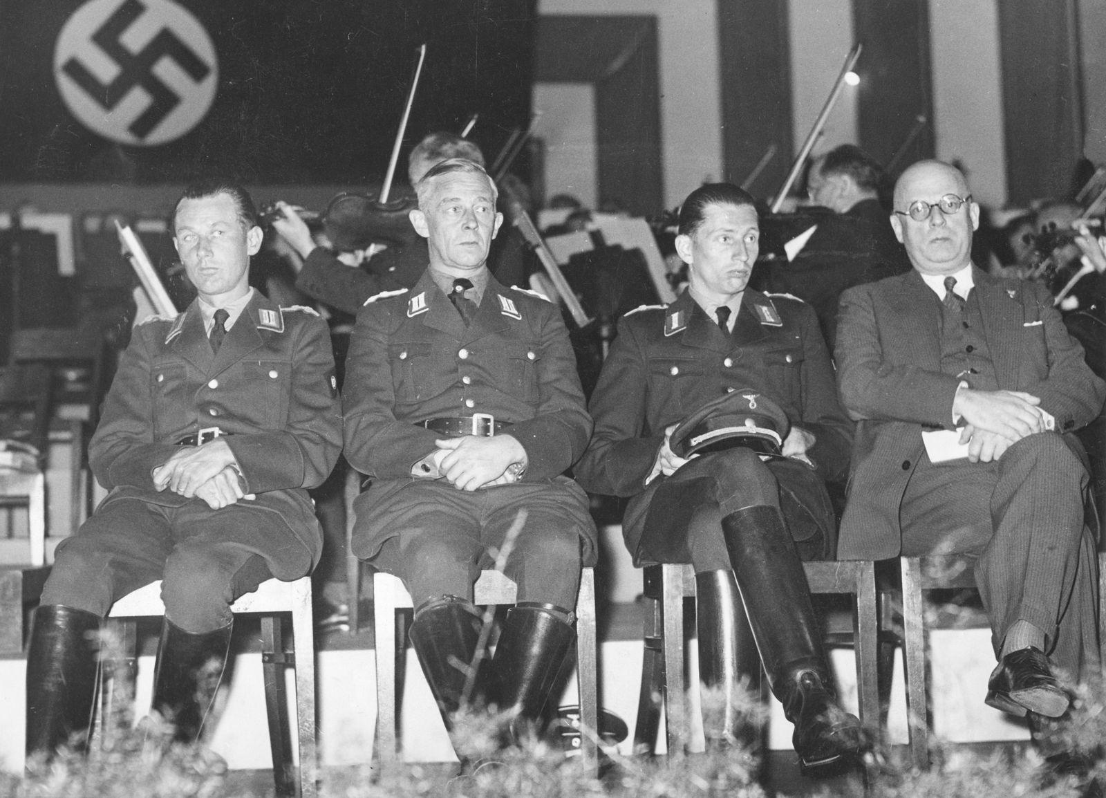 EINMALIGE VERWENDUNG Nazis in der DDR - Horst Dressler-Andress