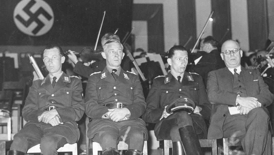 Horst Dressler-Andress (l.), Reichsrundfunk