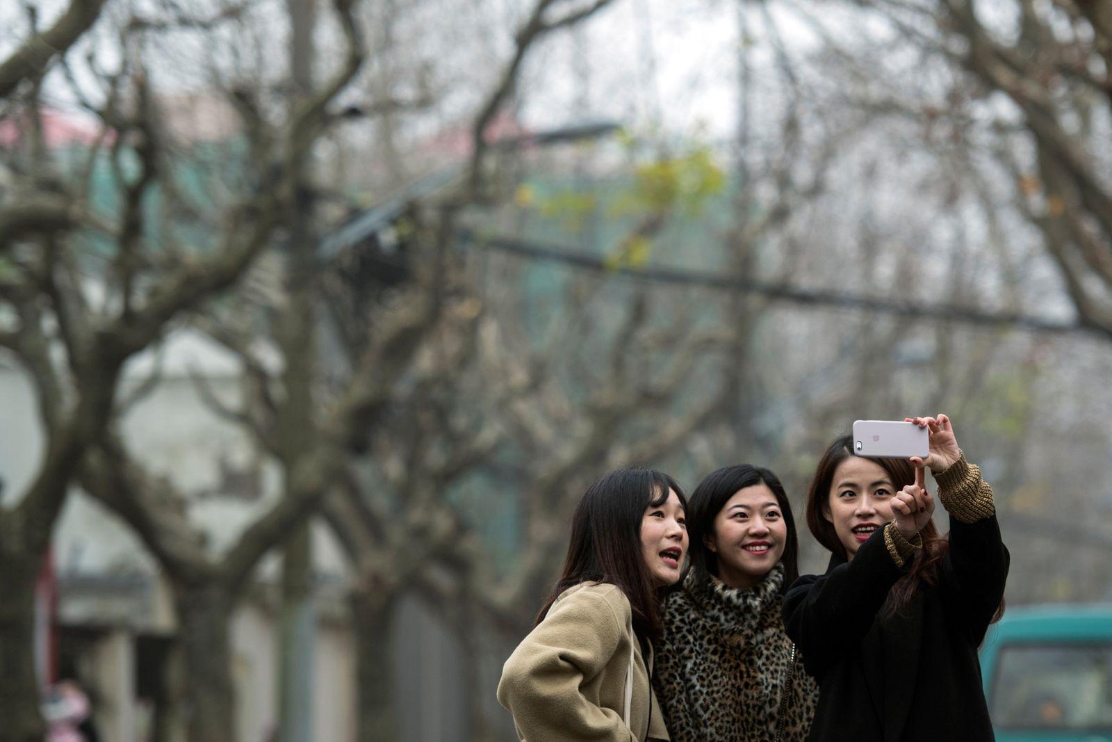 CHINA-TECHNOLOGY-LIFESTYLE-APPS-SELFIES-MEITU