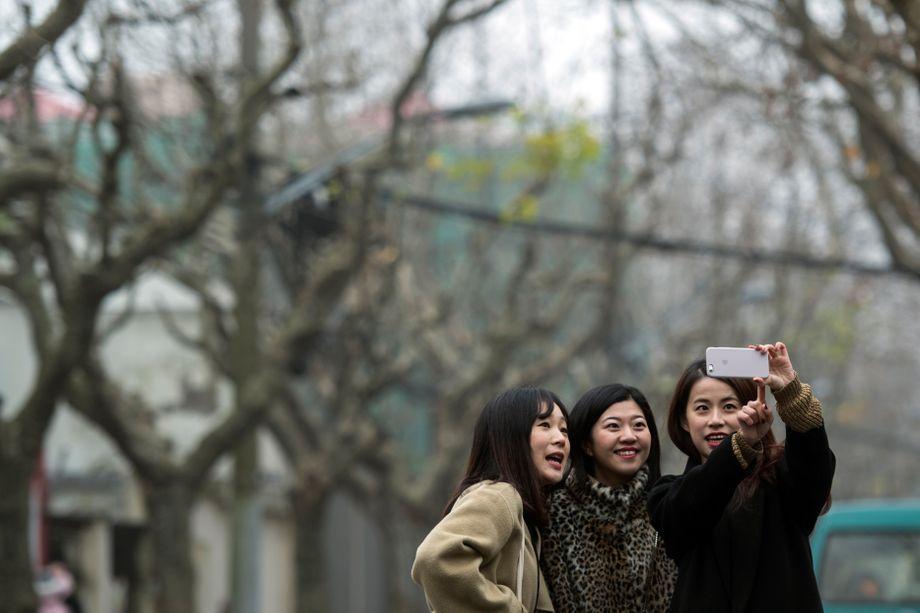 Frauen in Shanghai (Archivbild): Immer mehr betroffene Frauen vernetzen sich in den sozialen Medien und teilen ihre Geschichten