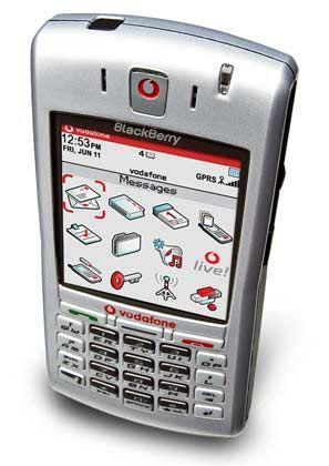 Für Handyfreunde: Der Blackberry 7100v gleicht eher einem Mobiltelefon als seinen Vorgängermodellen. Neben der E-Mail-Push-Funktion bietet er unter anderem Bluetooth-Übertragungstechnik und polyphone Klingeltöne.
