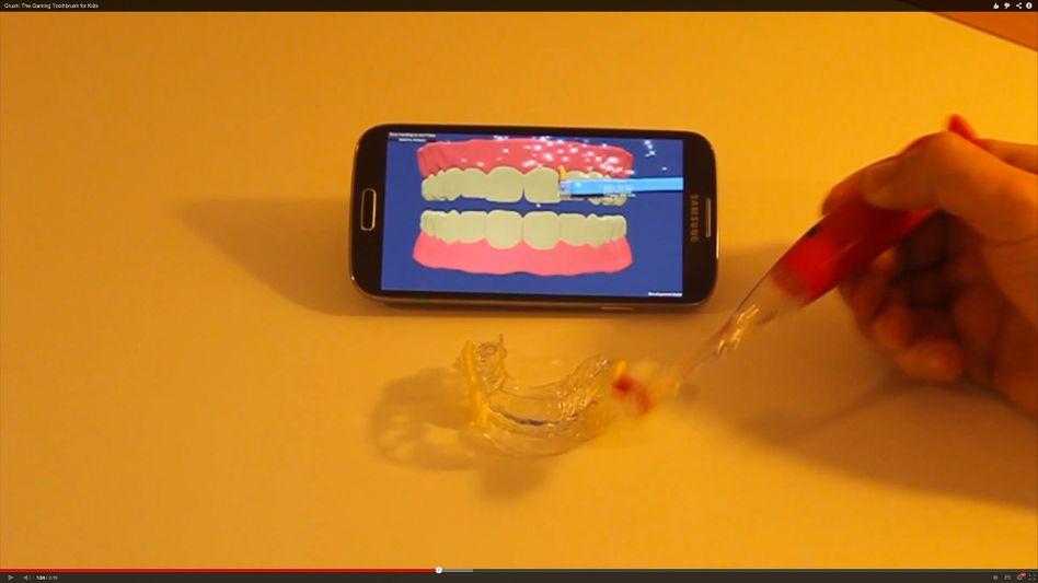 Screenshot aus dem Grush-Werbevideo: Zähneputzen als Spiel