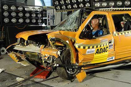 Landwind nach ADAC-Crashtest: Keine Chance für den Fahrer