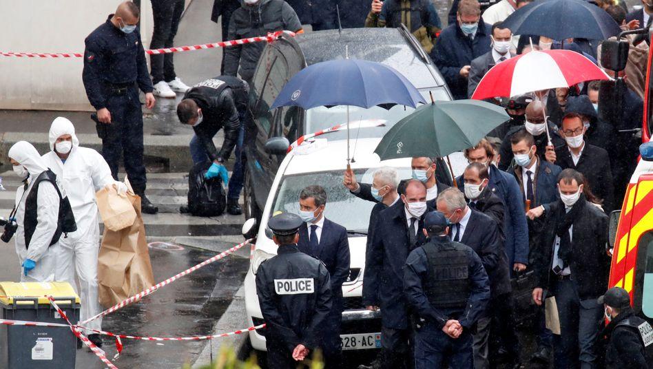 """Frankreichs Premierminister Jean Castex besuchte am Freitagnachmittag den Tatort nahe dem ehemaligen """"Charlie Hebdo""""-Büro"""