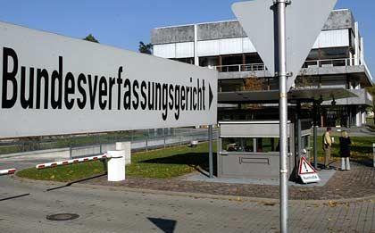 Bundesverfassungsgericht in Karlsruhe: Abfrage von Stammdaten genehmigt