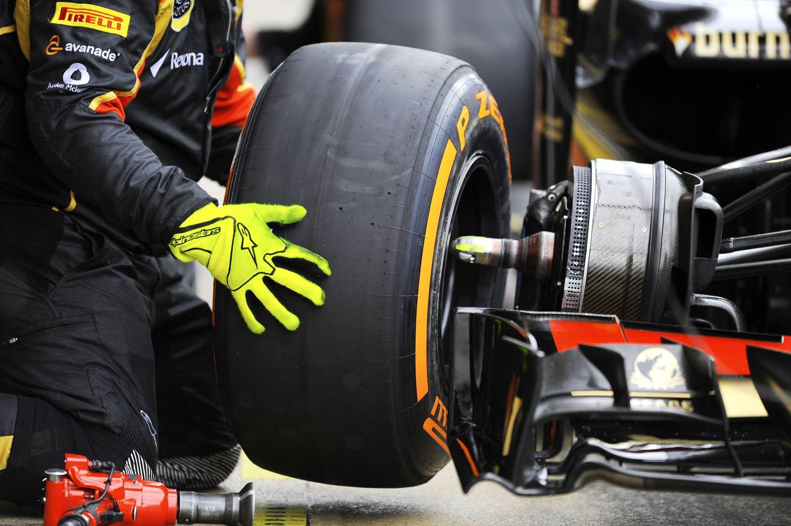 EINMALIGE VERWENDUNG Symbolbild Reifenwechsel Formel 1