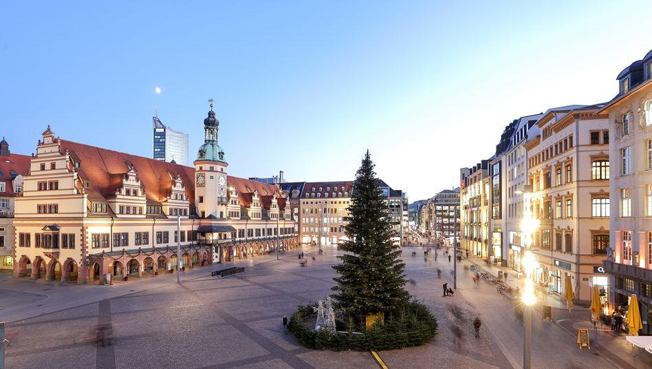 Marktplatz mit Weihnachtsbaum in Leipzig