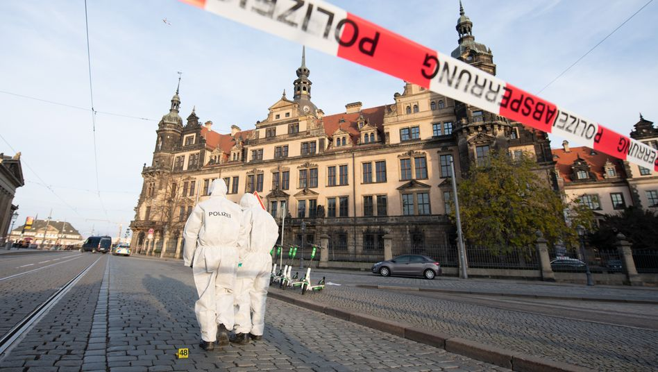 Dresden: Spurensicherung vor dem Residenzschloss mit dem Grünen Gewölbe (Archivbild)