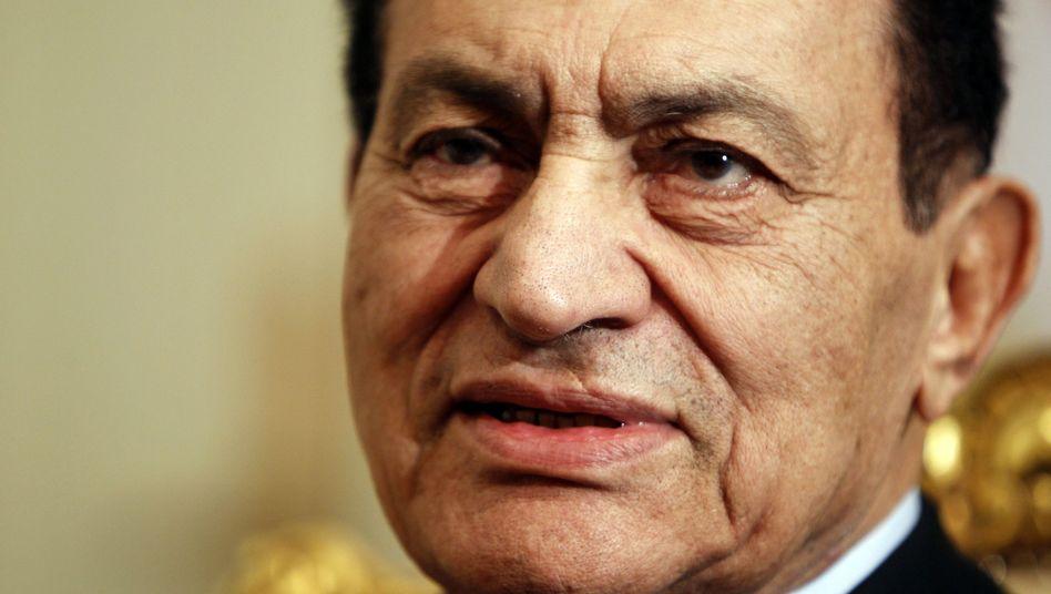 """Ex-Präsident Mubarak (Archivbild): """"Nur noch Flüssigkeit und Fruchtsäfte"""""""