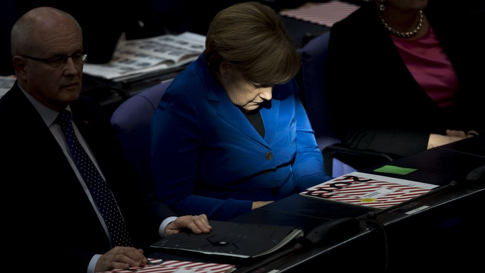 Kanzlerin Merkel im Bundestag: Parlament soll Spähaffäre behandeln
