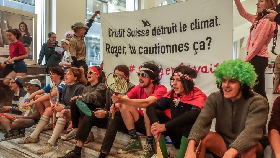 Antoine Kovaliv (dritter von rechts) und seine Mitstreiter: Klimaprotest in Credit-Suisse-Filiale (Archivbild)