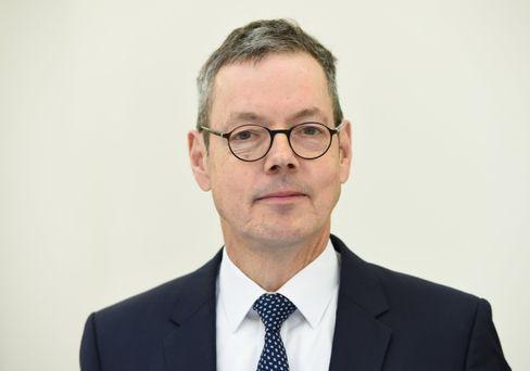 Peter Bofinger ist Professor für Volkswirtschaftslehre an der Universität Würzburg. Bis Februar 2019 war er Mitglied im Sachverständigenrat zur Begutachtung der gesamtwirtschaftlichen Entwicklung.