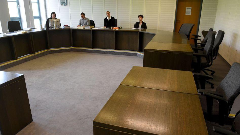 Gerichtssaal in Kiel: Die Angeklagte kam erst in den Raum, nachdem die Fotografen gegangen waren