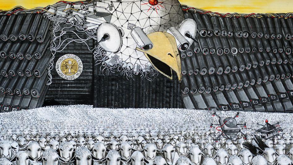 Anti-NSA-Wandbild in Köln: 44 Prozent meinen, Überwachung sei überbewertet