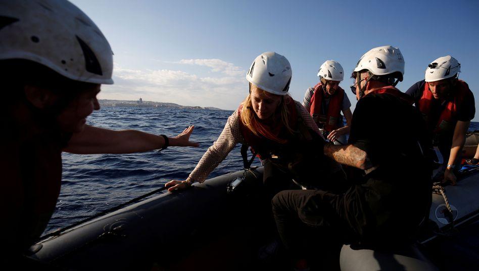 Sea-Watch-Mitarbeiter bei einer Übung vor Malta