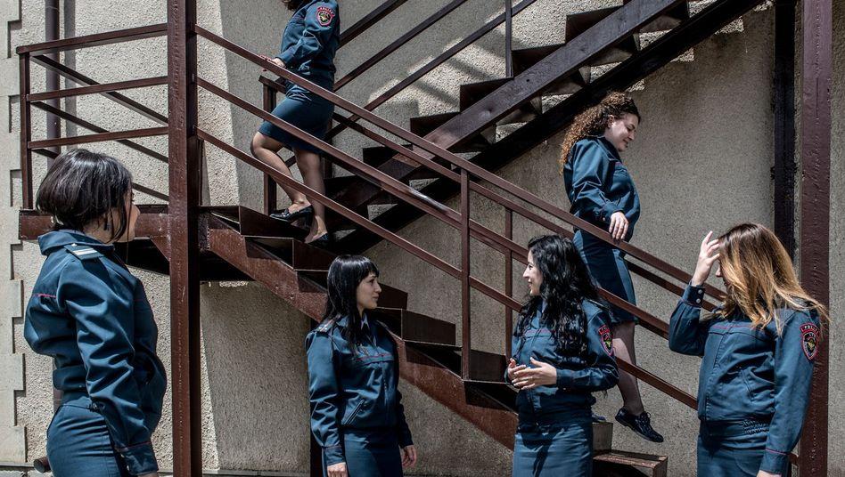 Bergkarabach Wenn Frauen Die Macht Ubernehmen Der Spiegel