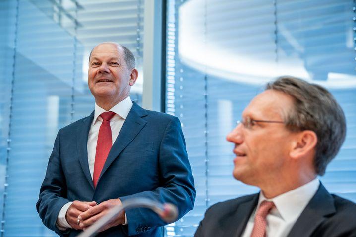 Bundesfinanzminister Olaf Scholz (SPD) und sein Staatssekretär Jörg Kukies auf einer Sitzung des Bundestags-Finanzausschusses im Juli 2020 zum Wirecard-Skandal