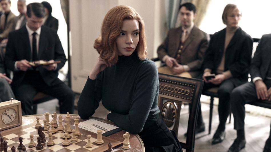 Mondäne Schachwelten: In »Das Damengambit« spielt Anja Taylor-Joy eine fiktive Schachweltmeisterin