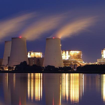 Kühltürme eines Kohlekraftwerks: Wasserintensiver Energieträger
