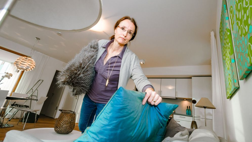 Home Stager bei der Arbeit: Licht rein, Schrankwand raus