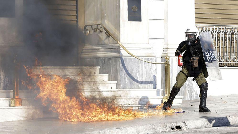 Gewalt bei Generalstreik in Athen: Molotowcocktails und Tränengas