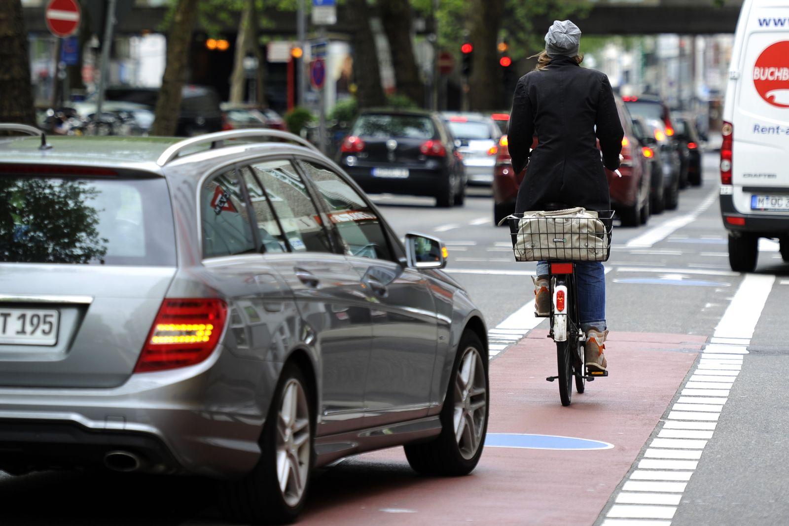 Radfahrer-Ampel / Blinker / Blinken / Abbieger
