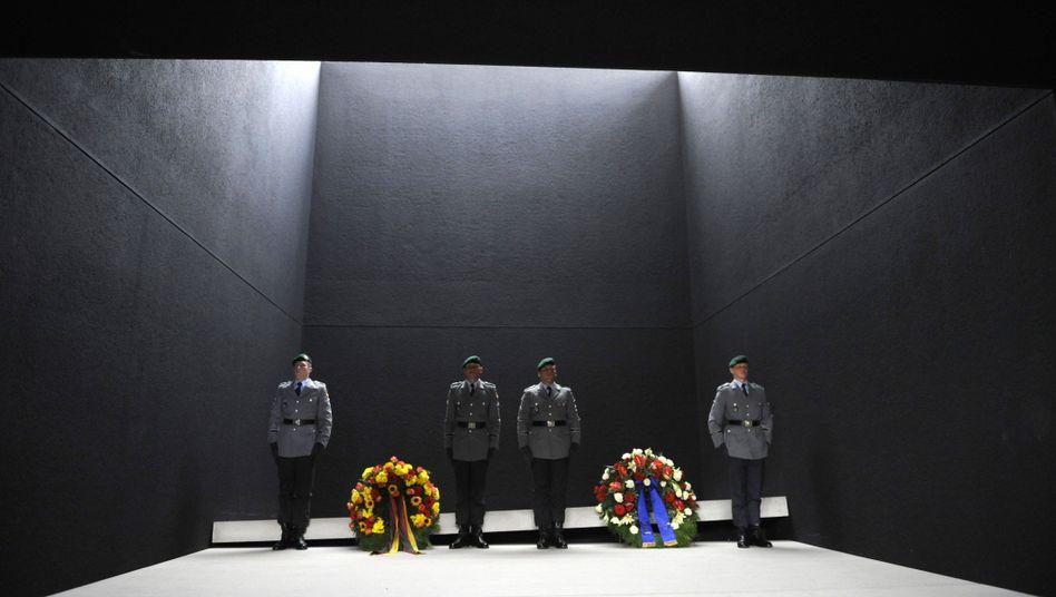 Ehrenwache für getötete Soldaten