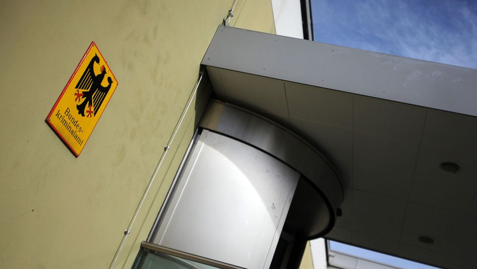 Eingangsbereich des Bundeskriminalamts (in Wiesbaden): Ermittlungen gegen Cyberkriminelle aufgenommen