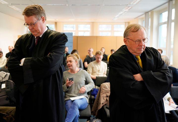 Jan Hegemann (l.) vertrat Angela Merkel, Reiner Geulen (r.) Jan Böhmermann