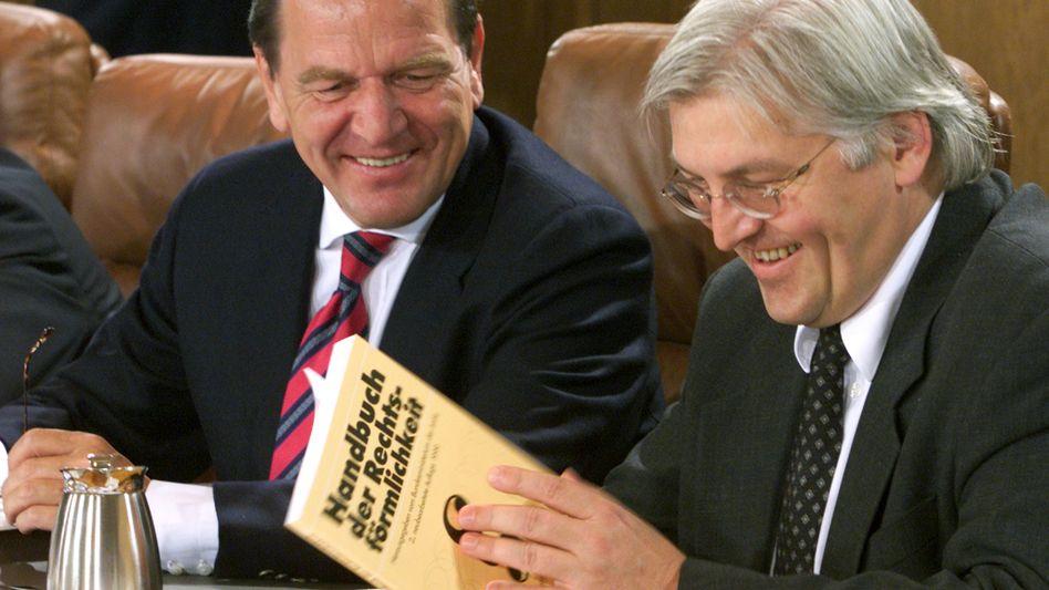 Frank-Walter Steinmeier (r.), Gerhard Schröder