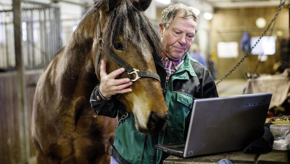 Pferdehofbetreiber Schreiber: Acht Stunden, 45 Minuten für den Download eines Software-Programms