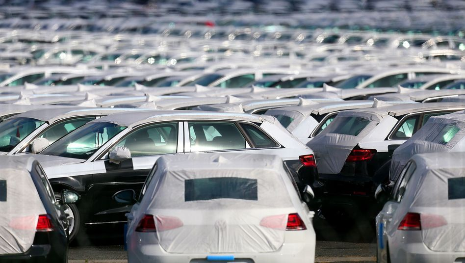 Neue Volkswagen auf einem Parkplatz: Elf Millionen Autos sind weltweit betroffen