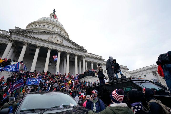 Kapitol in Washington: Staatsstreichartige Szenen