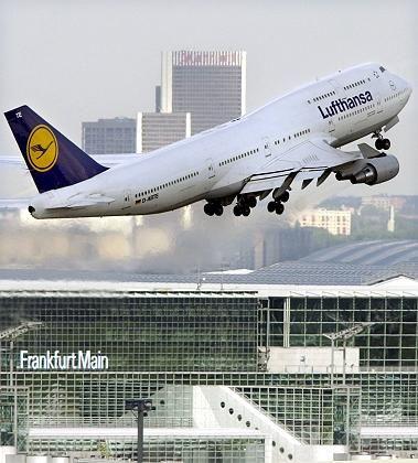 Wieder in der Luft: Lufthansa-Jet in Frankfurt am Main