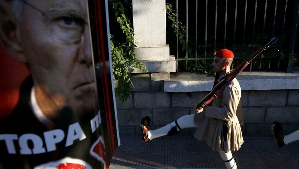 Photo Gallery: Germany's Schizophrenia on Greece