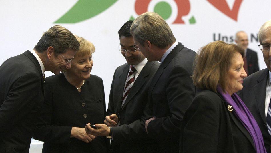 Kanzlerin Merkel mit künftigen Ministern: Senior und Junior als größte Überraschungen