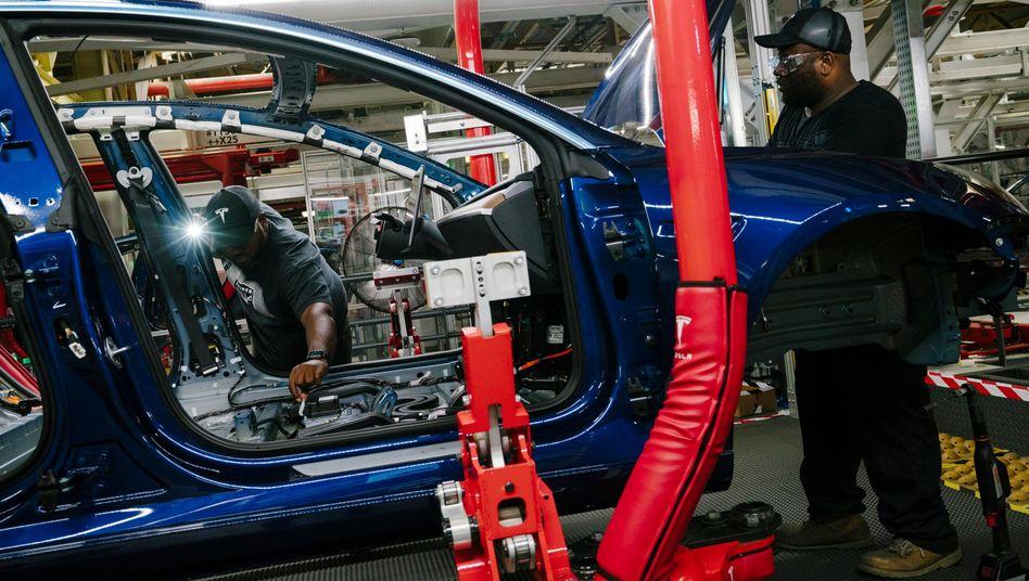 Tesla-Fabrik in Kalifornien: Nahe Berlin soll bald ein Konkurrent für die BMW-3er-Reihe entstehen