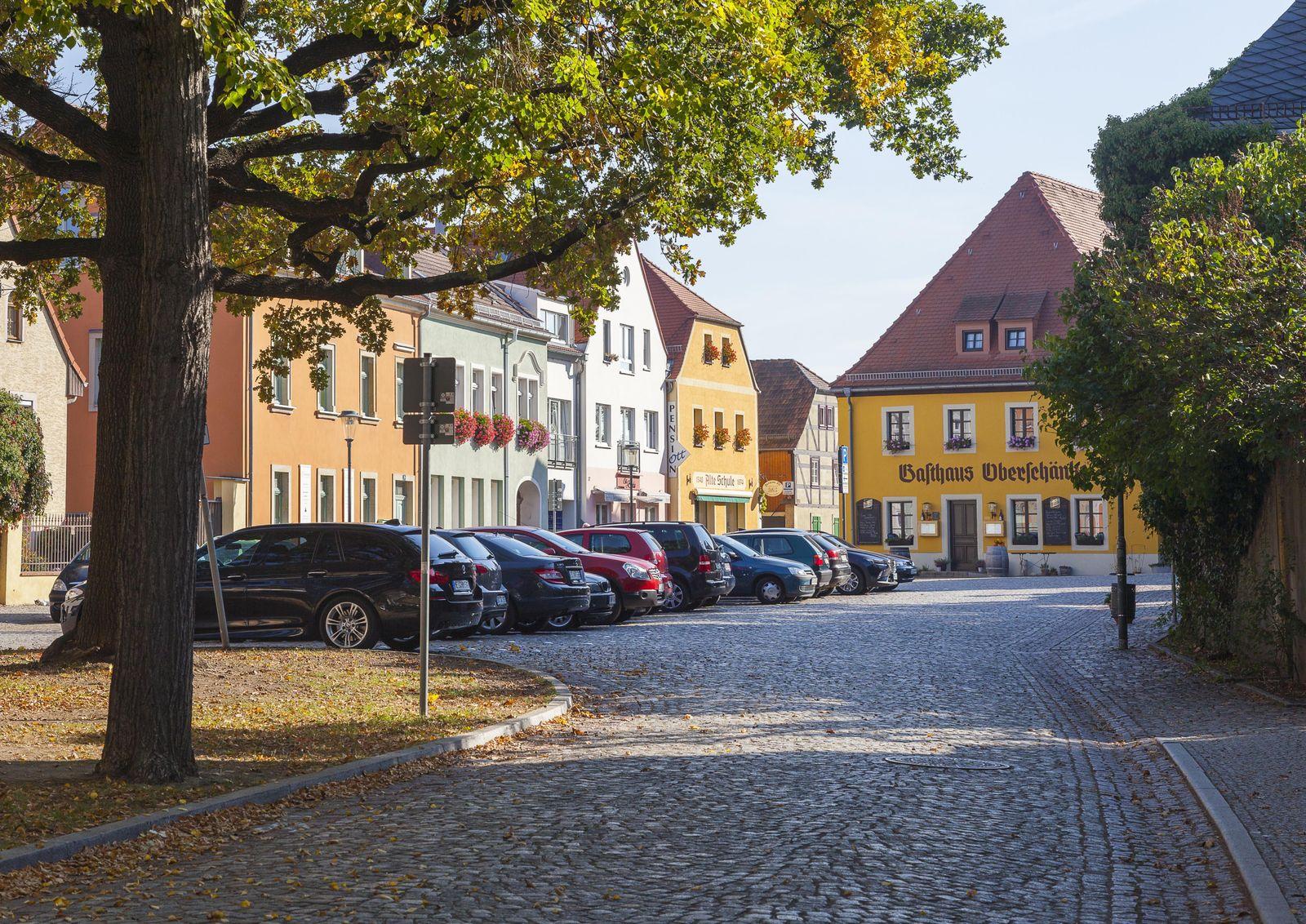 Dorfanger mit Gasthaus Oberschänke in Altkötzschenbroda, Radebeul, Sachsen, Deutschland, Europa