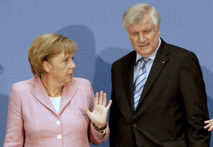 Kanzlerin Merkel (CDU), CSU-Chef Seehofer: Rüffel an die Adresse der Steuerrebellen