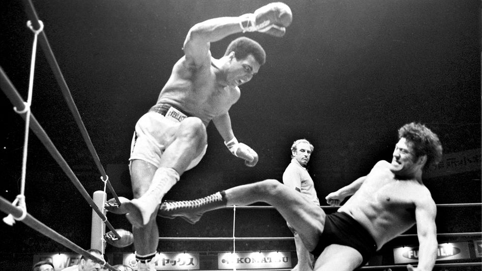 Muhammad Ali (l.) und Antonio Inoki (am 26. Juni 1976)
