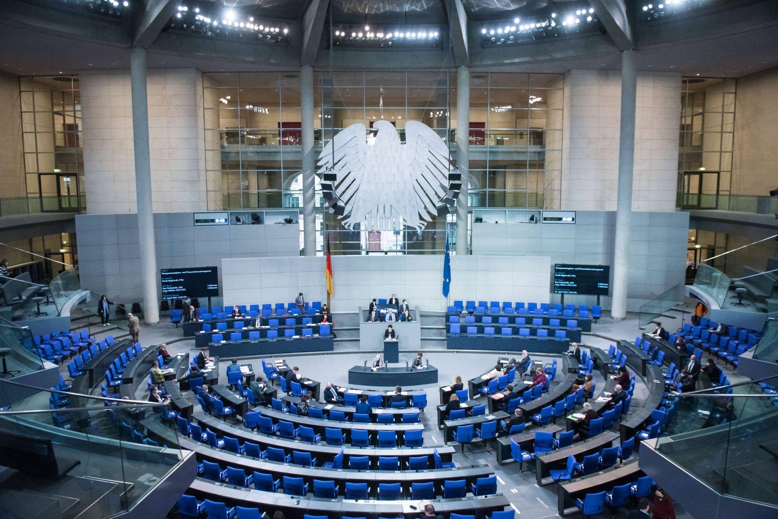 Berlin, Plenarsitzung im Bundestag Sarah Ryglewski (Parlamentarische Staatssekretärin beim Bundesminister der Finanzen,