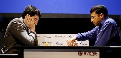 Schach-Weltmeister Anand (r.), Herausforderer Kramnik: Noch kein Sieg