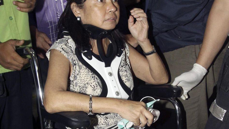 Arroyo (im Rollstuhl auf dem Flughafen): An der Ausreise gehindert