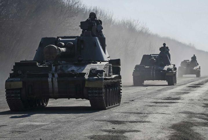 Ukrainische Panzer in der Ostukraine: Waffenruhe hält nicht