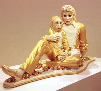 Skulptur von Jeff Koons: Jackson und Bubbles in Goldrobe